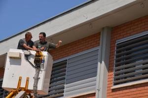 Agents Rurals inspeccionant la colònia de ratpenats.