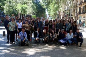 Fotografia de família de la direcció i alguns dels artistes participants a Fira Tàrrega 2019