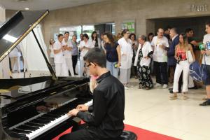Imatge del piano al vestíbul de l'Arnau de Vilanova