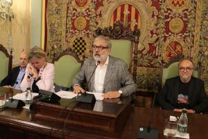 Pla mitjà de l'alcalde en funcions de Lleida, Fèlix Larrosa
