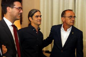 El republicà Miquel Pueyo, acompanyat de Sergi Talamonte, del Comú, i Toni Postius, de JxCat