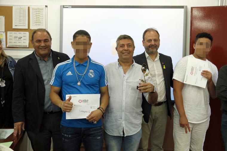 Dos dels joves interns han recollit el seu premi literati al Centre Educatiu de Justícia