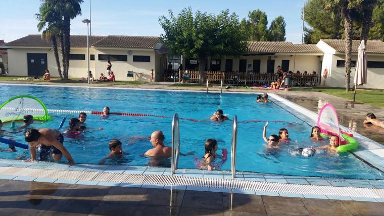 Imatge de les piscines del Palau d'Anglesola