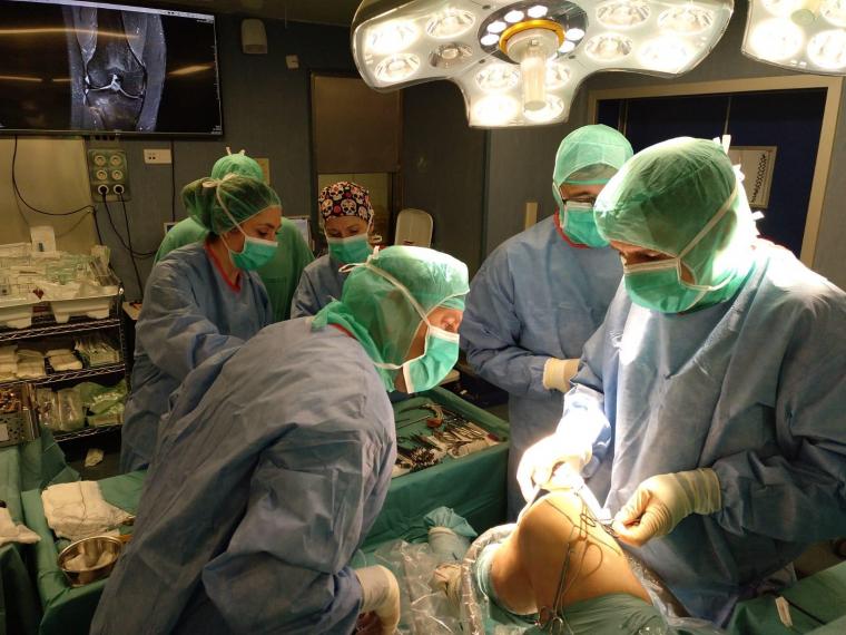 Imatge d'una operació de genoll