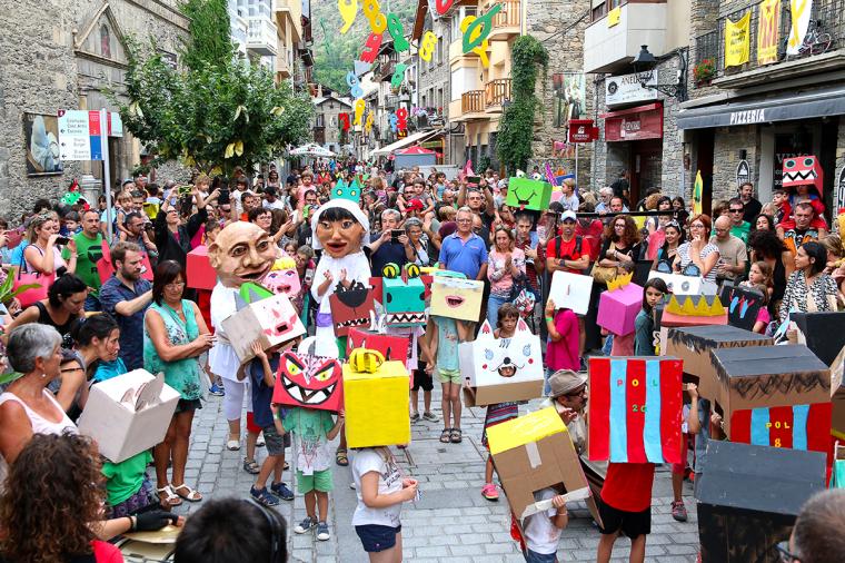 Pla General de la Rua de Capgrossos del Festival Esbaiola't