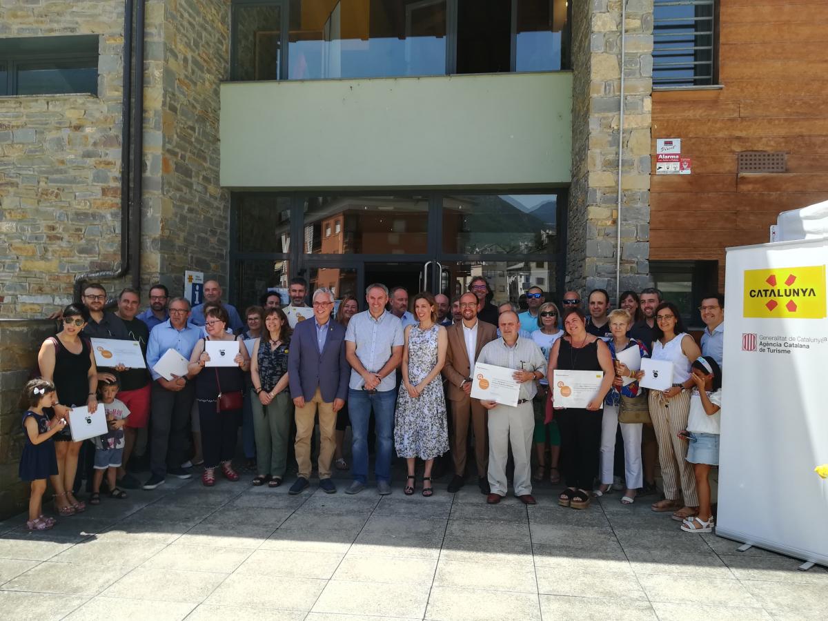 Fotografia de familia dels representants de municipis i allotjaments de la zona Pirineus-Noguera Pallaresa