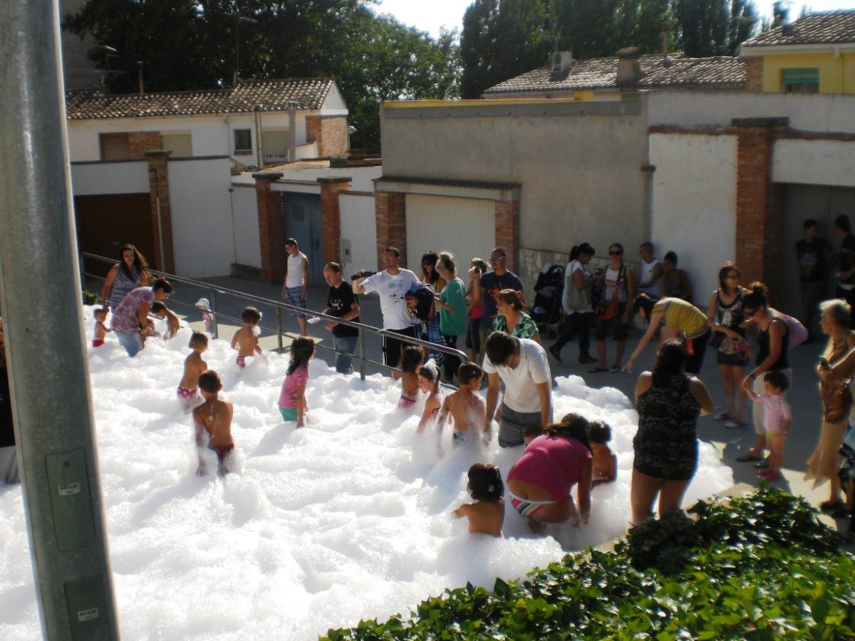 Imatge d'una festa de l'escuma a les Borges