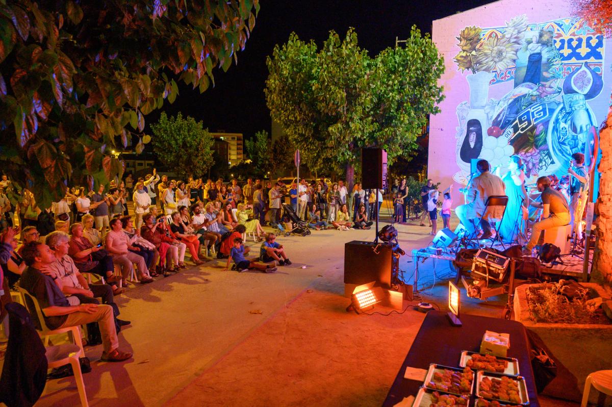 Inauguració del mural de l'avinguda Duran i Sanpere amb un concert d'Inversen Band