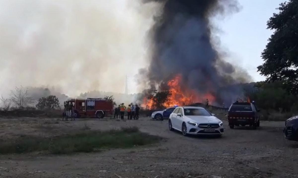 Incendi de matolls a Lleida.