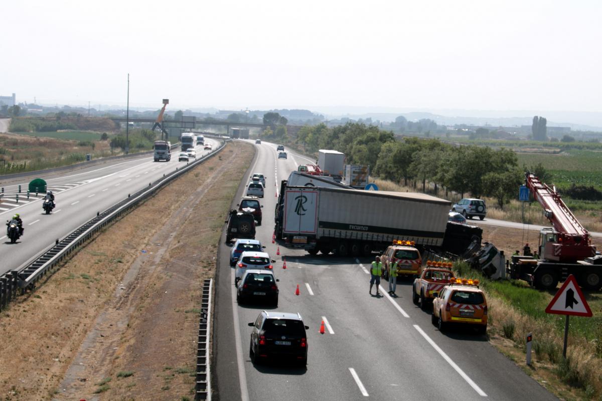 L'accident ha provocat fins a 10 quilòmetres de cues a l'A-2.