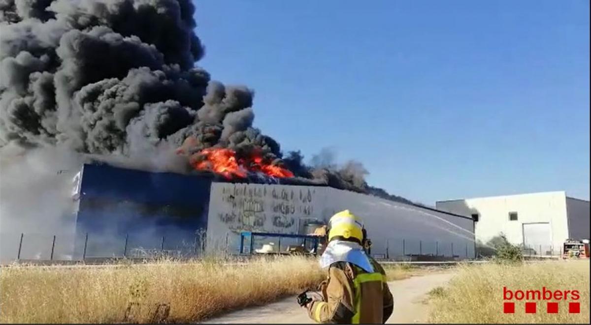 Les flames han cremat totalment la fàbrica.