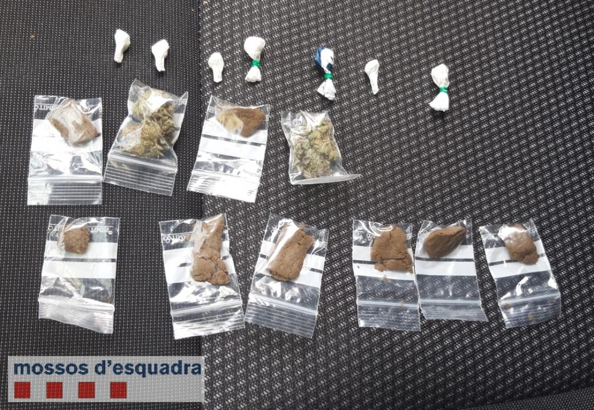 Pla general de la droga comissada pels Mossos d'Esquadra al detingut al centre històric