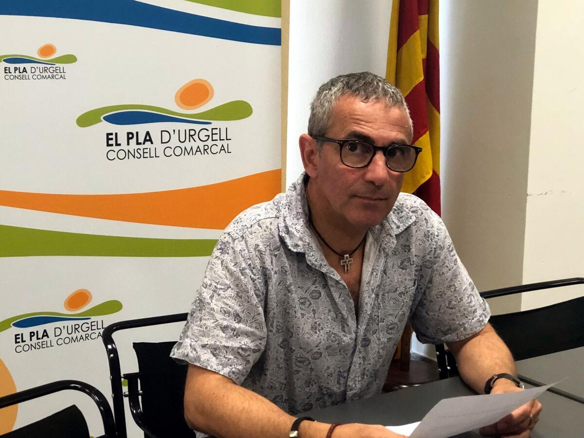 Pla mitjà del president del Consell Comarcal del Pla d'Urgell, Rafel Panadés