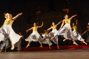 'Bachendansa' es va estrenar ahir al Mercat Romà de Guissona