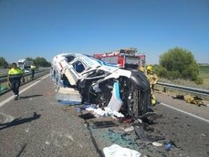 El conductor de l'ambulància ha resultat ferit greu.