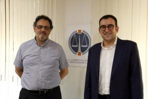 El president del Col·legi d'Advocats de Lleida, Jordi Albareda, (esquerra) i el president de la Comissió del Torn d'Ofici de Lleida, Roger Mir