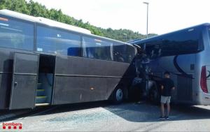 En el sinistre s'hi han vist implicats dos autocars.