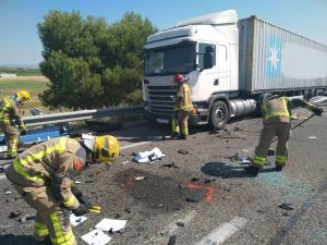 En l'accident s'hi han vist implicats un camió i una ambulància.