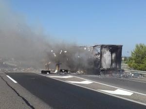 Les flames han afectat totalment el camió.