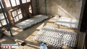 Material localitzat a un pis buit de Balaguer
