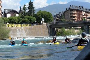 Pla general del nou estadi de piragüisme on es celebra el Mundial de Freestyle a Sort