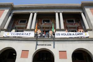 Pla general on es pot veure la façana de la Diputació de Lleida