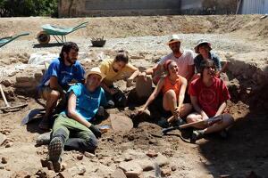 Pla obert de les excavacions al jaciment de l'antiga ciutat romana de Iesso