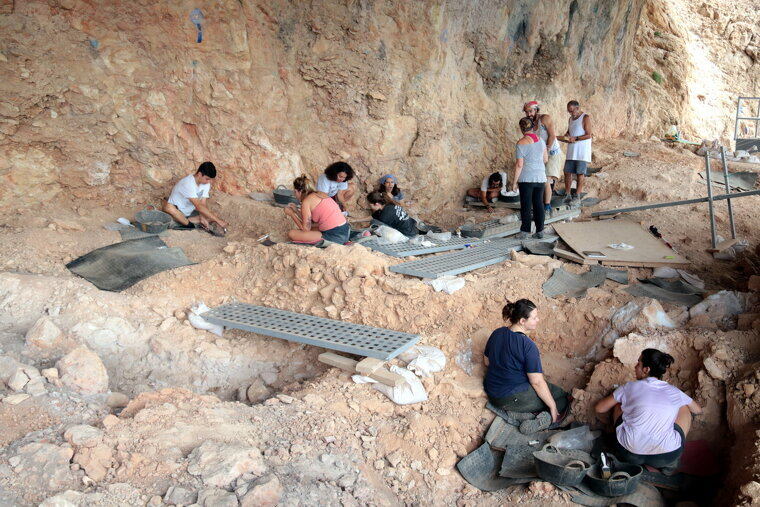 Pla obert de l'excavació al jaciment de la Roca dels Bous