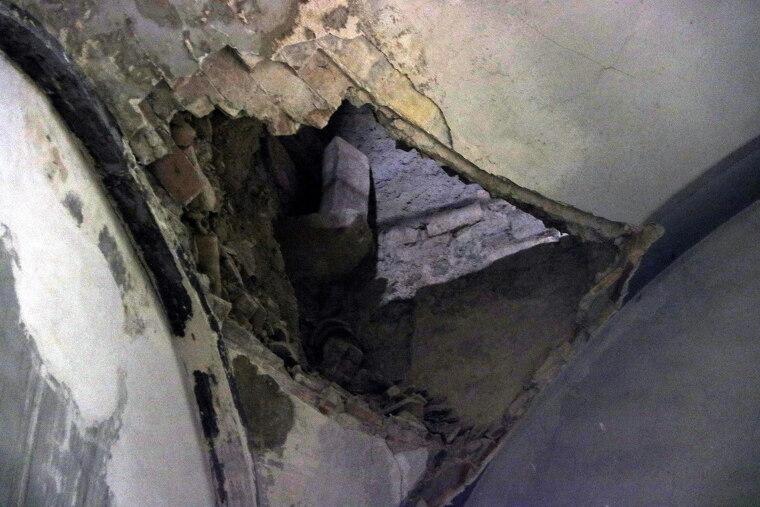 Pla tancat del forat al fals sostre de l'església del Palau d'Anglesola