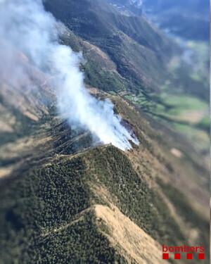 Imatge aèria de l'incendi forestal d'alta muntanya al Pallars Sobirà