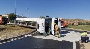 Imatge del camió bolcat a Alguaire