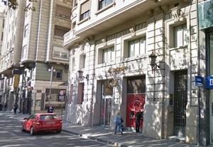 Imatge del portal de l'edifici on va tenir lloc l'accident