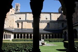 Pla general d'una part del claustre de la catedral de Santa Maria de la Seu d'Urgell