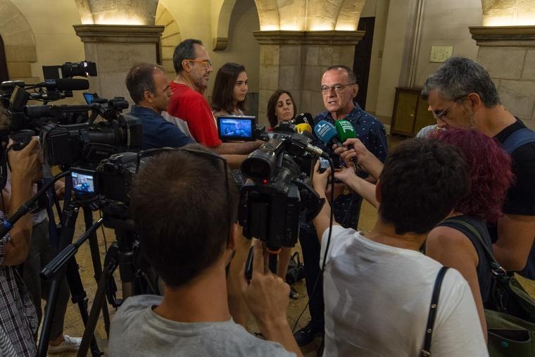 L'alcalde de Lleida atenent als mitjans de comunicació.