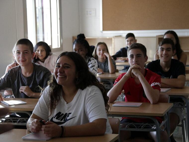 Pla mitjà d'alumnes del nou institut de Mollerussa
