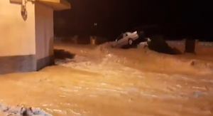 Així han quedat dos vehicles arrossegats per l'aigua a Arbeca.