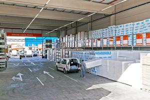 Pati de materials de construcció de Bricomart Lleida.