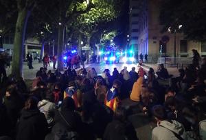 Sentada davant de la Subdelegació del Govern a Lleida.