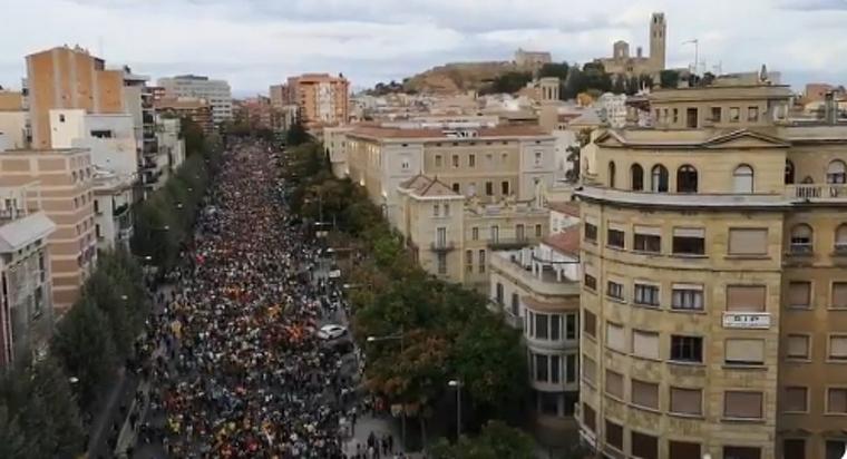 Desenes de milers de persones s'han sumat a la concentració de Lleida.