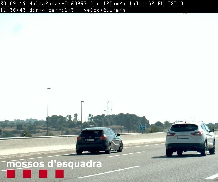 Imatge del vehicle que circulava a 211 km/h per l'A-2, a la comarca de la Segarra
