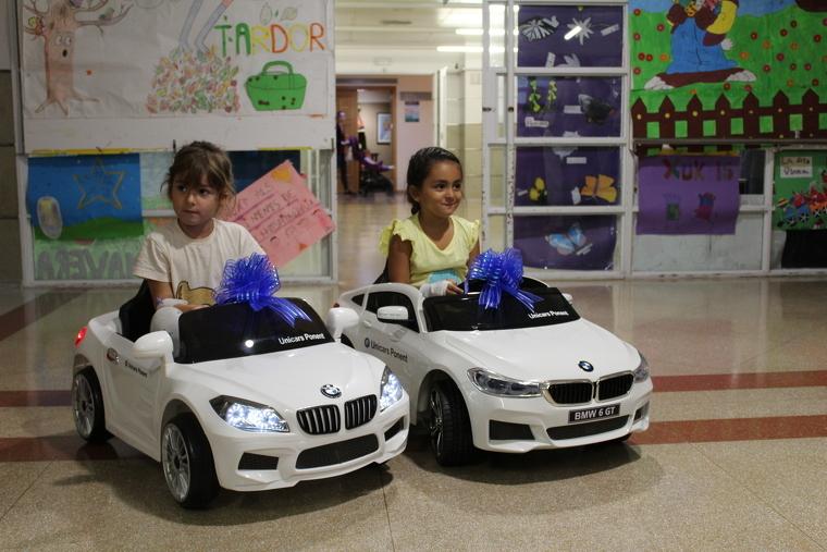 Imatge dels cotxes elèctrics de Pediatria