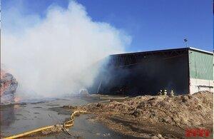 El foc no afecta la nau, d'una sola planta, però sí un cobert que s'utilitza com a magatzem.