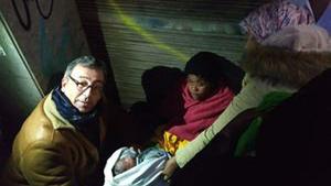Imatge de la mare moments després de donar a llum