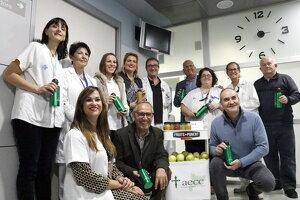 Personal de l'Hospital Arnau, voluntaris de l'AECC i responsables de Fruits de Ponent