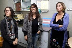 Pla mitjà on es pot veure a la consellera de Salut, Alba Vergés, amb la metgessa Mari Cruz Sanz i la gerent de la regió sanitària de Lleida, Divina Farreny