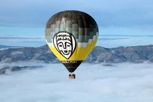 Pla obert d'un globus sobrevolant la Conca de Tremp