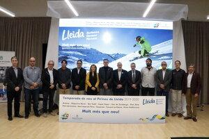 Responsables de la Diputació de Lleida, el Patronat de Turisme i les estacions d'esquí lleidatanes, en la presentació de la nova temporada a la Diputació