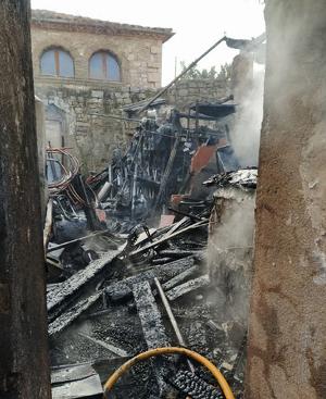 Un incendi calcina una casa deshabitada a la Segarra, el dia 19 de desembre de 2019.