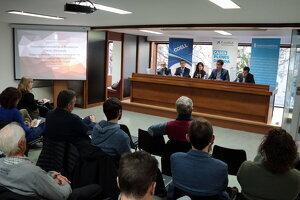Pla obert de la jornada immobiliària organitzada per l'APCE i CaixaBank a la COELL