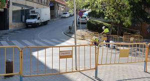 Operaris treballant a Lleida ciutat, en una imatge d'arxiu.